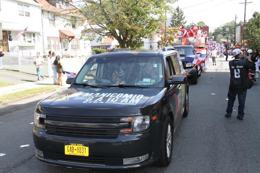 Celebra La X en el Desfile Dominicano en NJ IMG_1858.JPG