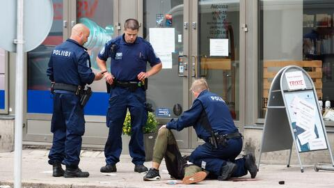 Investigan como acto terrorista el apuñalamiento masivo en Finlandia que...
