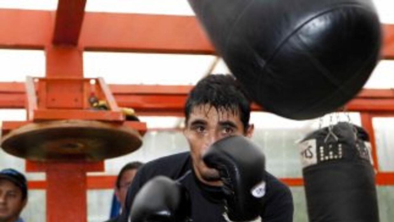 Erik 'Terrible' Morales se lastimó la mano derecha y no peleará contra J...