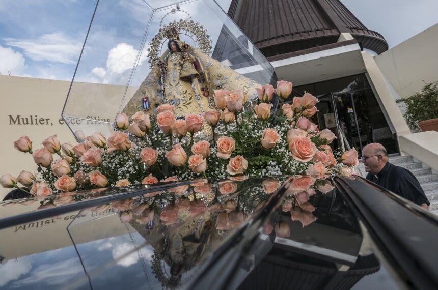 Vista de una imagen de la Virgen de la Caridad del Cobre, patrona de Cub...