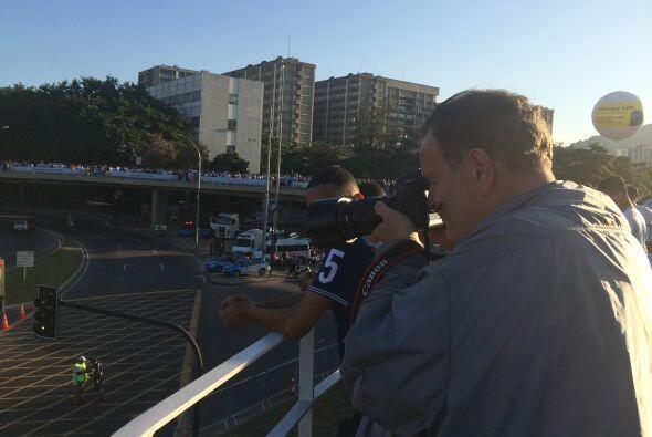 Con esta cámara de lente largo pudo captar algunas fotografías del Estad...
