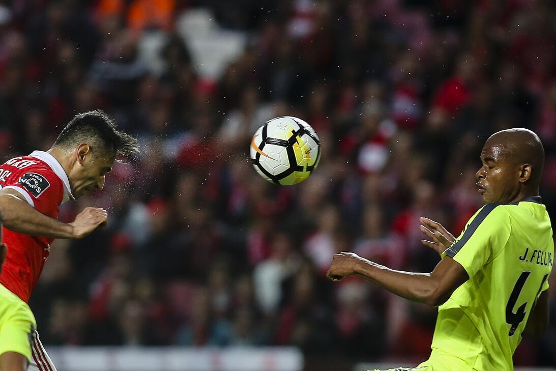 Con Jiménez en cancha, Benfica venció 2-0 al Aves y presiona al Porto po...
