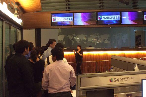 Empleados de Univision sirvieron como guías y contestaron todas las preg...