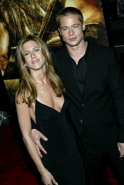 "Jen, bastante escotadita en la premiere de ""Troy""."