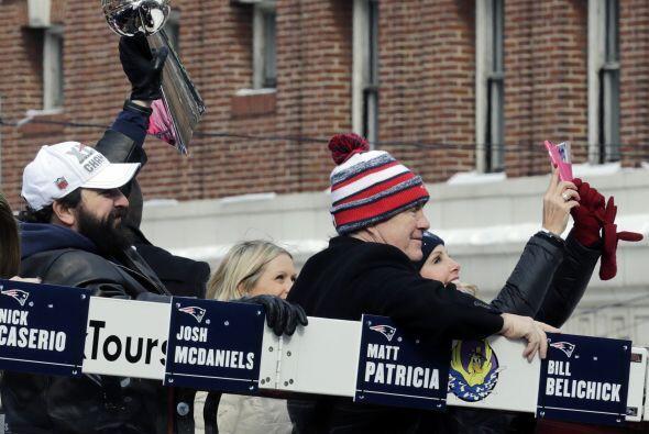 El recorrido era lento para que todos pudieran ver a sus ídolos. (AP-NFL)