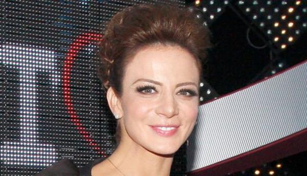 Silvia Navarro luce más bella que nunca.