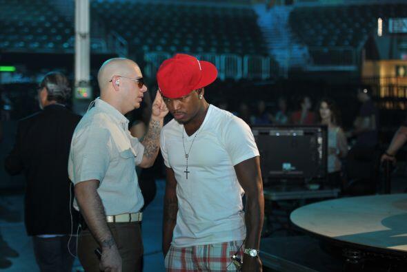 En contraste, el cubano le dio un par de consejos de moda a Ne-Yo, con q...
