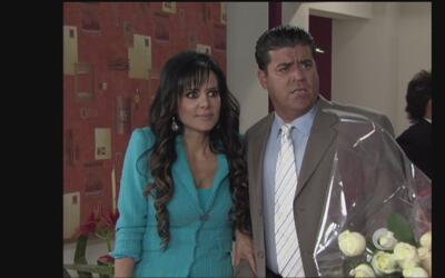 Qué Madre Tan Padre   Maribel se hace pasar por la novia de Mike