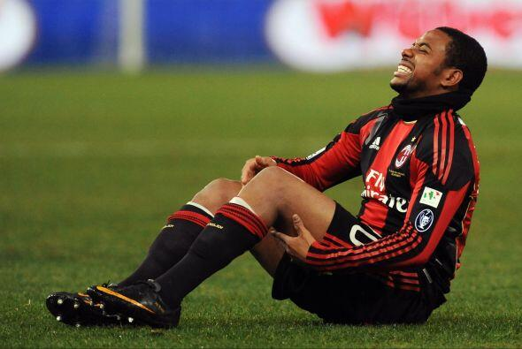 Le duele mucho a Robinho, no le pegen tan duro.