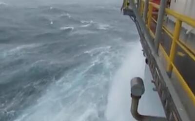 Vea cómo se siente la tormenta Cindy desde una plataforma petrolera en p...