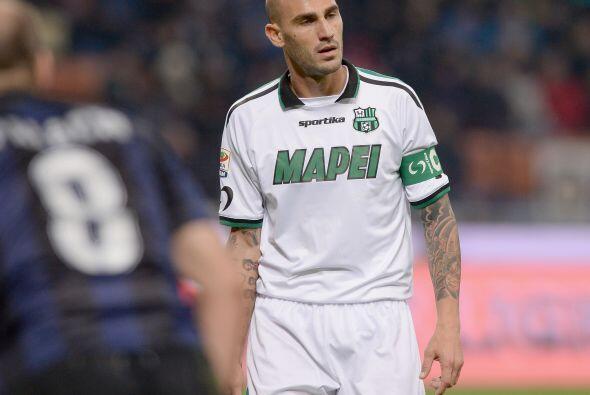 El zaguero Paolo Cannavaro peleará por mantenerse con el Sassuolo en la...