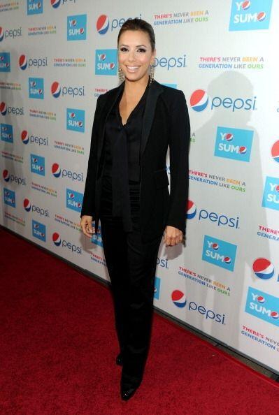 ¡Eva Longoria, es otra famosa que viste traje de corte masculino p...