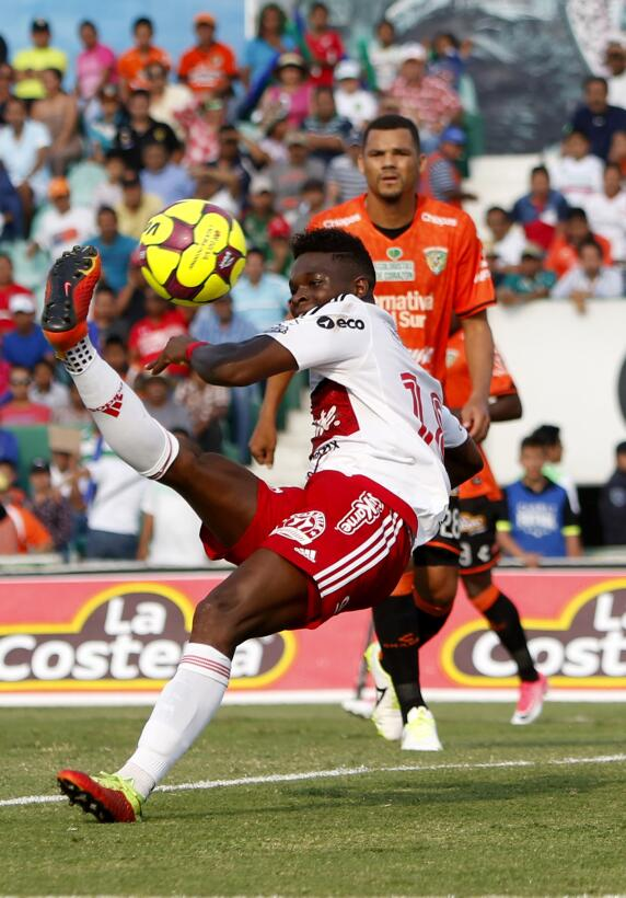 Xolos gana y Jaguares se hunde en el descenso Aviles Hurtado Tijuana.jpg
