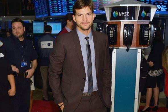 Ashton Kutcher fue invitado a la bolsa de valores en Nueva York. &iquest...