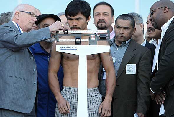 Manny Pacquiao detuvo la báscula sin problema alguno en 145.75 libras.