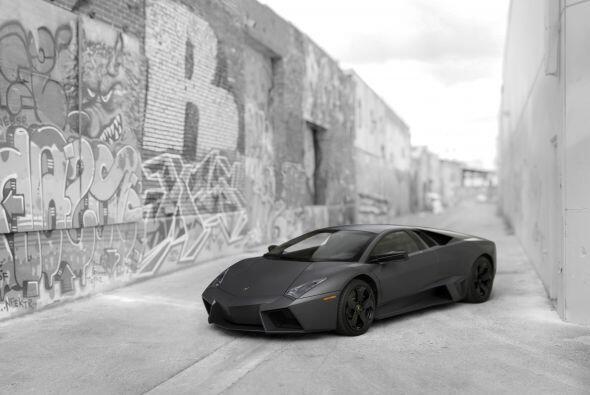 Este modelo está diseñado sobre la plataforma del Murciélago LP640, aunq...