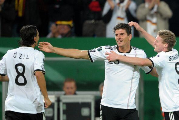 Con la selección germana hizo seis goles en la Eliminatoria a la Eurocop...
