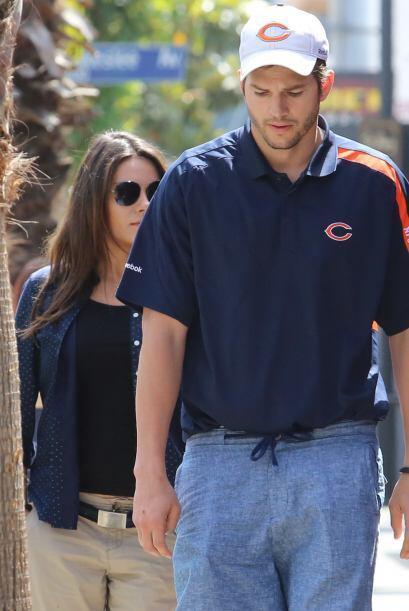 ¡Qué casualidad!, miren quién viene por ahí, Ashton Kutcher y su Mila Ku...