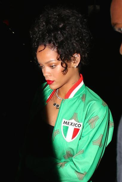 Rihanna es una aficionada al fútbol.Mira aquí los videos más chismosos.