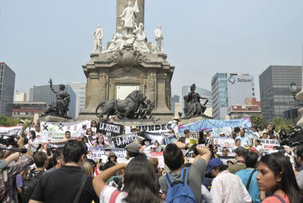 El contingente fue acompañado de policías mexicanos, que brindaron en to...