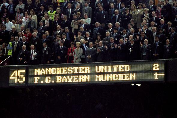 Manchester UNited ganaba por 2-1 ante la sorpresa de propios y extraños.