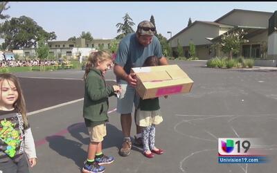 Niños en Sacramento viven con asombro el eclipse solar