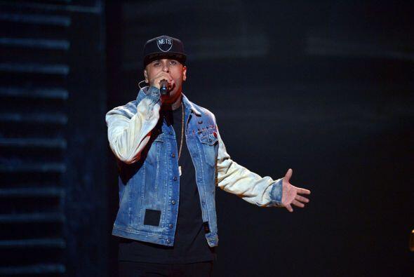 El reggaetonero interpretó 'Travesuras' y el tema 'El Perd&oacute...