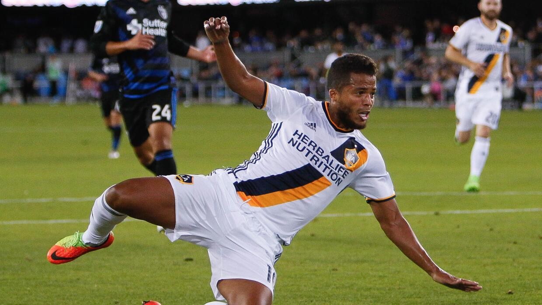 Gio dos Santos levanta al Galaxy gracias a su buen rendimiento.