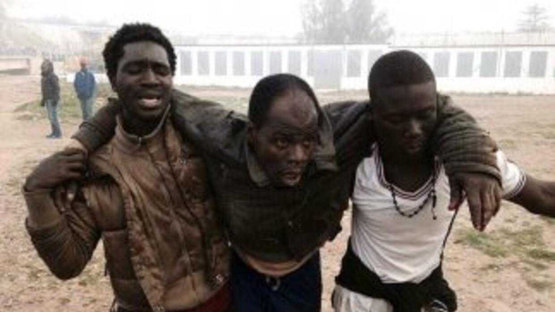 Cientos de inmigrantes lograron entrar a Melilla en el mayor asalto a la...