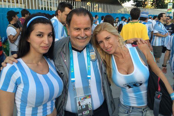 Las chicas de aquel país reconocieron inmediatamente al Gordo y lo apapa...