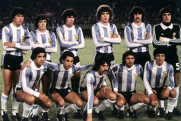 Américo  Gallego (Abajo: 1ro izq a der). El apodado 'Tolo' defend...