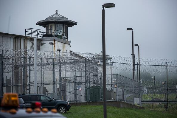 Continúa la búsqueda de dos reos que escaparon de una prision en NY