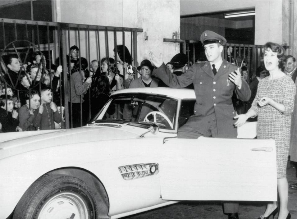 El día que Elvis compró un BMW Screen Shot 2017-03-15 at 3.02.22 PM.png