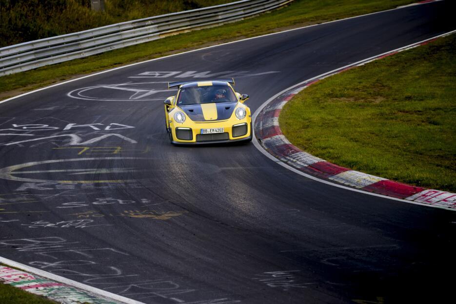 Porsche 911 GT2 RS batiendo el record de vuelta al Nürburgring