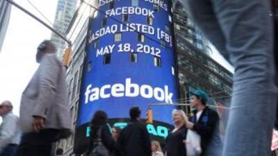 Facebook acumula una baja de 38% con relación a su cotización inaugural...