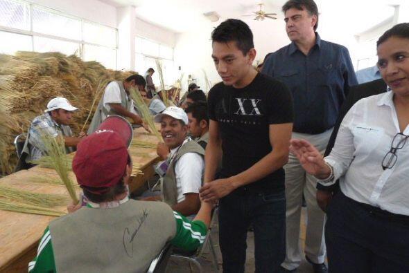 Intensa actividad social y humanitaria tuvo el campeón mundial supermosc...