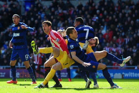 El susto para MAnchester United vino de este choque de David De Gea con...