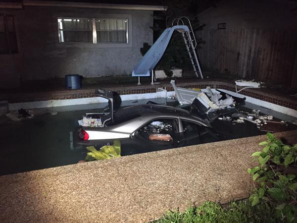 Auto aterriza en piscina en Pompano Beach