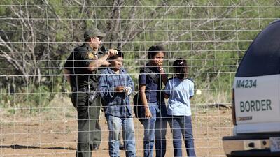 El gobierno asegura que no tiene una política de separación familiar de inmigrantes en la frontera, pese a practicarla