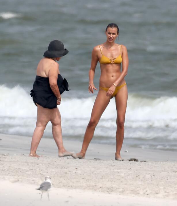 Irina Shayk ya conoce a la madre de Bradley Cooper TID_BCAISE150906_07.JPG