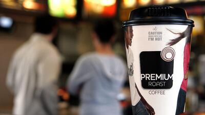 McDonald's sirve por error a una embarazada un café con un líquido limpiador