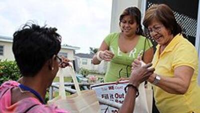 Trabajadores del Censo se dirigen a las puertas de 48 millones de hogare...