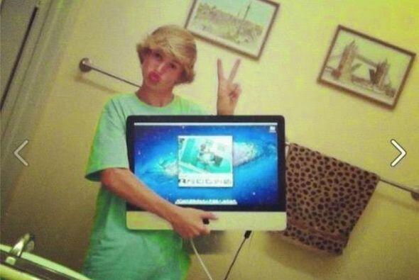 Un selfie tomado con su propia iMac.   FOTO Crédito: Twitter/ Facebook