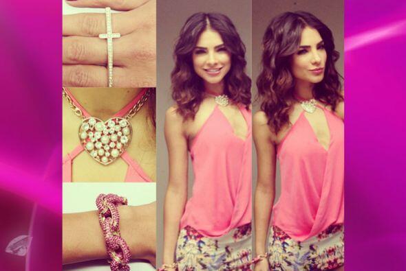 El color rosa es uno de sus favoritos para vestir.