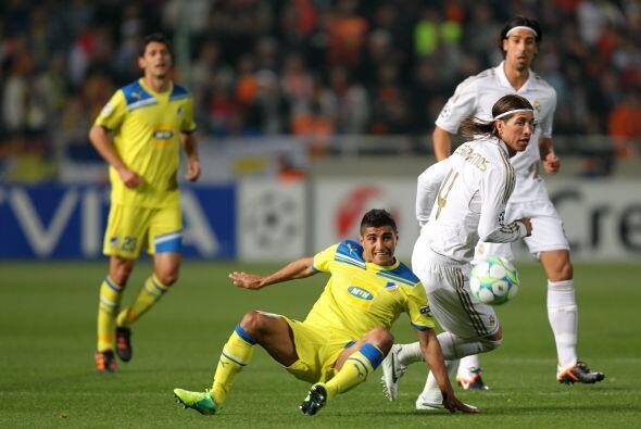 El duelo fue tal y como muchos lo esperaban, el APOEL esperando cada emb...
