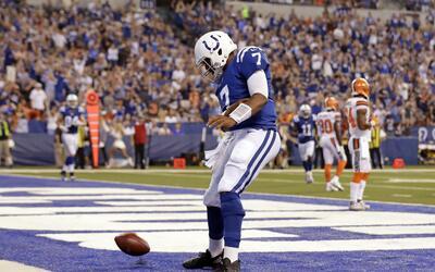 El quarterback Jacoby Brissett (7) de los Colts de Indianápolis f...