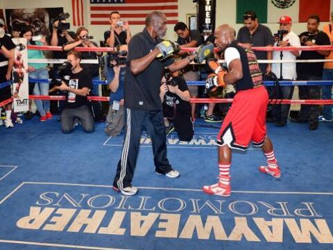 Floyd Mayweather Jr. dio un entrenamiento público donde mostr&oac...