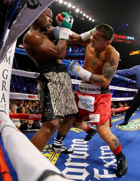 Floyd hizo uso de toda su defensa y artimañas, fue superior claramente.