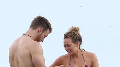 Hilary Duff presume cuerpazo en la playa
