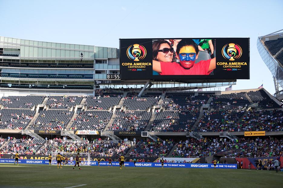 Los venezolanos abrazaron el triunfo de su selección.